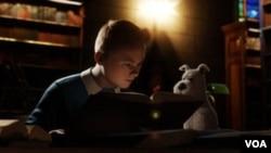Tintin dan anjingnya, Snowy, dalam salah satu adegan dalam film 'The Adventures of Tintin.'