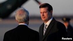 2018年2月5日,白宫秘书罗伯·波特(Rob Porter)抵达位于美国马里兰州的安德鲁斯联合基地。