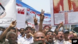 Anti-government protesters flash the victory sign during a demonstration demanding the resignation of Yemeni President Ali Abduallah Saleh, in Taiz, Yemen, Sunday, June 26, 2011.