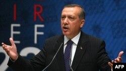 Thủ tướng Thổ Nhĩ Kỳ Recep Tayyip Erdogan nói rằng nước ông sẽ không đóng cửa đối với người tị nạn bỏ chạy khỏi cuộc bạo động