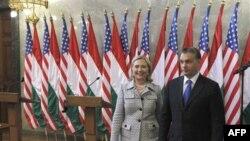 Госсекретарь Хиллари Клинтон и венгерский премьер-министр Виктор Орбан в парламенте Венгрии.