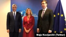 Dijalog kojim posreduje EU je 14 meseci u blokadi: Hašim Tači, predsednik Kosova, Federika Mogerini, donedavna šefica EU diplomatije i Aleksandar Vučić, predsednik Srbije - susret 3. juna 2017.