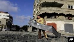 Ruševine blizu Hamasovog kampa u Gazi, nakon izraelskog vazdušnog napada