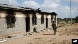 Kantor polisi di Kamuthe, Garissa,Kenya yang rusak akibat serangan militan al-Shabab bulan lalu (foto: dok).