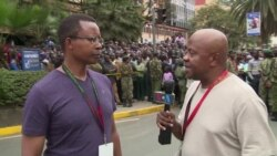 Wakenya wakishuhudia ziara ya Rais Barack Obama katika kukumbuku ya August 7, Nairobi