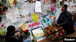 祝願曼德拉早日康復的南非民眾