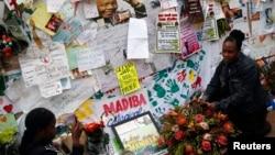 7月10日仍有大批民眾在曼德拉留醫的醫院外為該位南非前總統康復禱告。