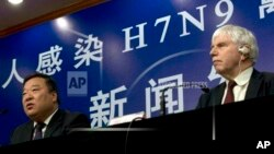 中國政府負責H7N9禽流感疫情防控事務的負責人梁萬年與世界衛生組織在中國的首席代表邁克爾‧奧利里。(資料照片)