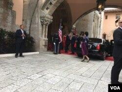 美国总统川普夫妇在海湖庄园迎接到访的中国国家主席习近平夫妇。(美国之音赫尔曼拍摄)