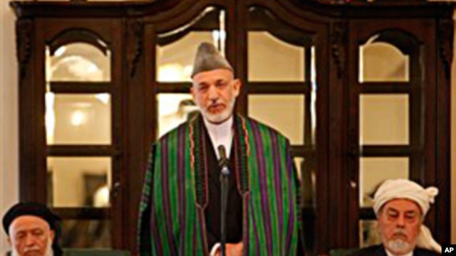 Afghan President Hamid Karzai, center, speaks during the inaugural session of Afghanistan's new peace council in Kabul, Afghanistan, 7 Oct. 2010