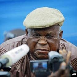 DRC pposition leader Etienne Tshisekedi speaks to the media, November 26, 2011
