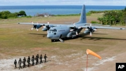 Lính Philippine và máy bay C-130 trên đảo Thị Tứ, Trường Sa, Biển Đông
