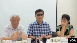 陈光诚拜访台湾民间司法改革基金会(美国之音张永泰拍摄)