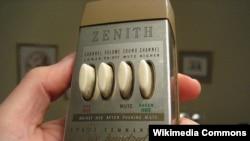Salah satu remote control generasi pertama yang dikembangkan Eugene Polley dan dibuat oleh perusahaan elektronik Zenith (foto: dok).