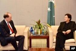 جنرل اسمبلی کے 74 ویں سالانہ اجلاس کے موقع پر عمران خان اور سوئس کنفیڈریش کے صدر ییلی مورر سے ملاقات۔ 23 ستمبر 2019