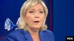Marine Le Pen parle aux journalistes, à New York. (L. Bryant/VOA)