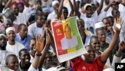 Des partisans de Cellou Dalein Diallo et leur leader à Abidjan