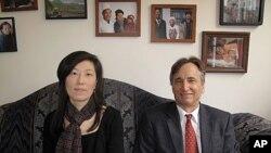 이산가족재단의 알리사 우 상임이사(왼쪽)와 재단 공동 창립자인 유진벨 재단의 스테판 린튼 회장.