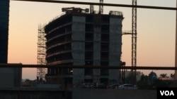 지난해 12월 카타르 도하에서 북한 노동자들이 일하는 건설현장. (자료사진)
