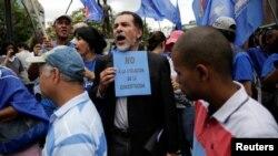 Demonstrasi menuntut referendum untuk memecat Presiden Nicolas Maduro di Caracas, Venezuela (7/9). (Reuters/Marco Bello)