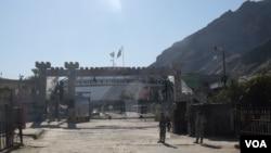 اردوی پاکستان از عصر روز گذشته گذرگاه تورخم را بسته اند