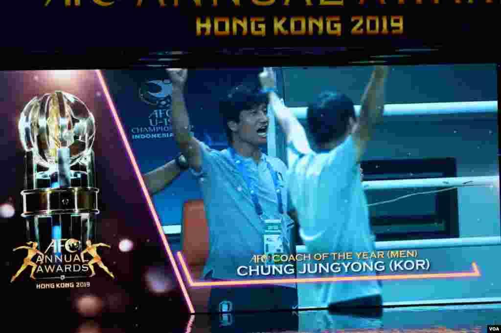 چانگ جونگ یونگ، سرمربی تیم ملی زیر ۲۰ساله های کره جنوبی به عنوان بهترین مربی مرد سال آسیا انتخاب شد.