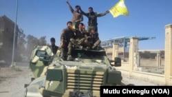 Şervanên HSD'ê li navenda bajarê Reqa
