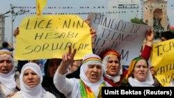 Người biểu tình hô khẩu hiệu chống lực lượng an ninh Thổ Nhĩ Kỳ.