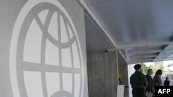 位於華盛頓特區的世界銀行標誌。