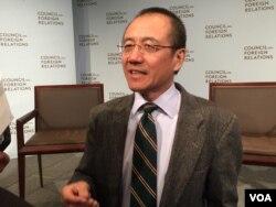 清华大学法学院教授高西庆在纽约外交关系协会举行的十三五规划影响讨论会上讲话(2016年4月19日,美国之音方冰拍摄)