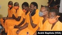Os seis acusados, Tribunal de Dondo, Moçambique
