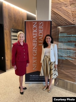 Ledy Simarmata (kanan) bersama Cindy McCain (Chairman of the Board dari McCain Institute) di Washington DC. (foto: Courtesy)