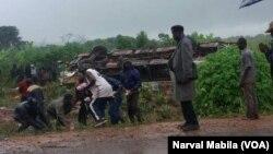 Un accident sur la route kolwezi situé à 175 km de Lubumbashi, en RDC, le 18 mars 2018. (VOA/Narval Mabila)