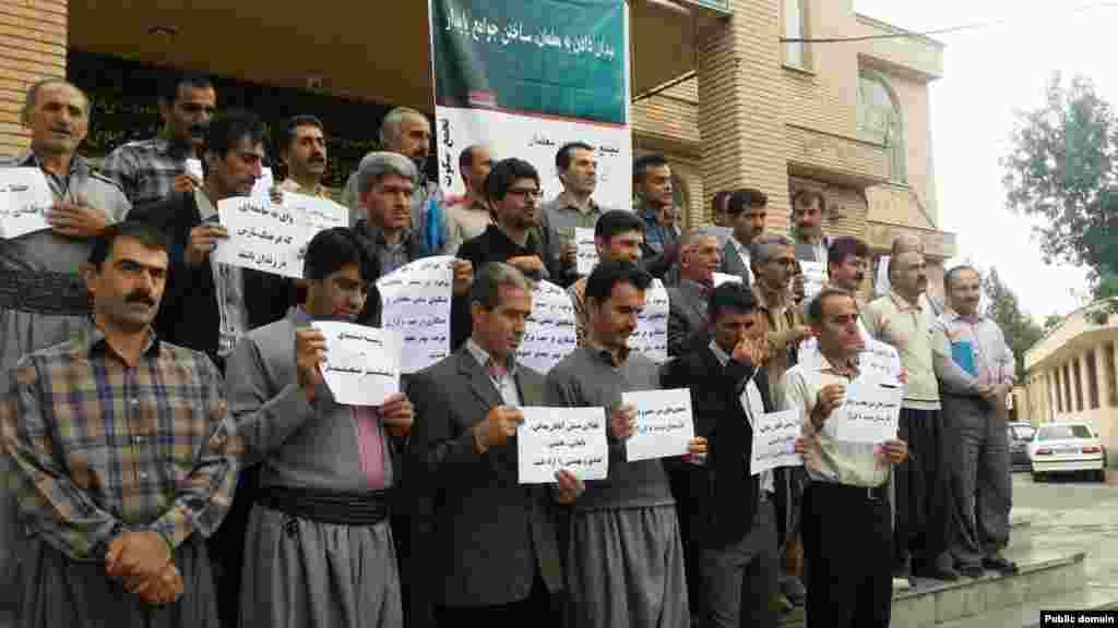تجمع سکوت معلمان ایرانی - کردستان