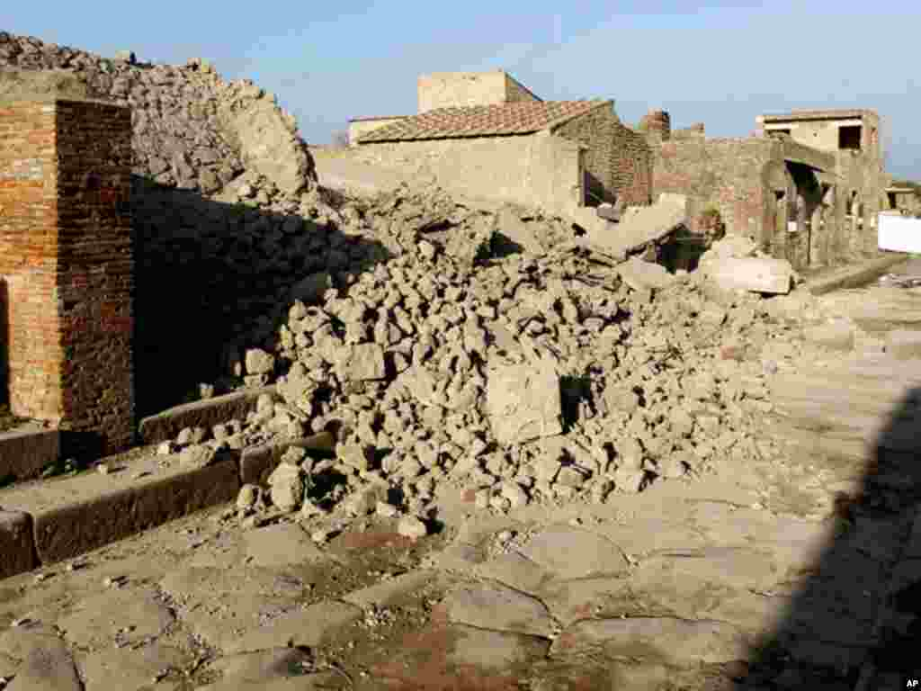 Debris from a house used by gladiators in Pompeii that collapsed in 2010. (Reuters)