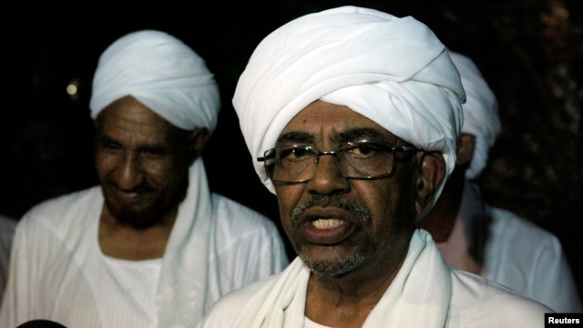 Omar al-Bashir speaks during a news conference with Umma Party leader and former PM Al-Sadiq Al Mahadi. August 2013.