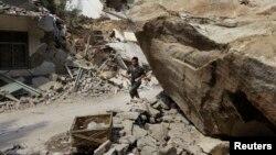 Nhà cửa bị hư hại sau trận động đất ở tỉnh Vân Nam.