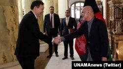 BMT Xavfsizlik Kengashi raisi Qozog'iston elchisi Kayrat Umarov Kobulda Prezident Ashraf G'ani bilan, 15-yanvar, 2018