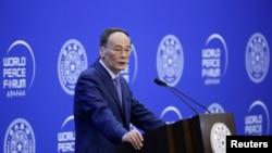 中國國家副主席王岐山2019年7月8日在北京清華大學舉行的第八屆世界和平論壇開幕式上講話。