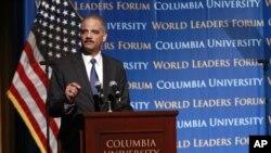 """La Casa Blanca invoca la autoridad de """"privilegio ejecutivo"""" para defender a Holder."""
