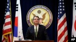 Thứ trưởng Quốc phòng Hoa Kỳ Ashton Carter mở cuộc họp báo tại Đại sứ quán Hoa Kỳ ở Seoul, Nam Triều Tiên, 18/3/13