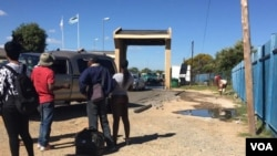 AbeZimbabwe besiyathenga impahla kweleBotswana