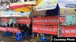 Chính quyền Việt Nam đập phá cơ sở Dòng Mến Thánh Giá ở Thủ Thiêm. (Nguồn: Tin Mừng Cho Người Nghèo).