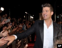 Robin Thicke arrives at the MTV Video Music Awards at Barclays Center, Aug. 25, 2013, in the Brooklyn borough of New York.