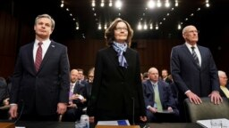 از راست رئیس نهاد «اطلاعات ملی» آمریکا، رئیس سازمان مرکزی اطلاعات سیآیای و رئیس پلیس فدرال افبیآی
