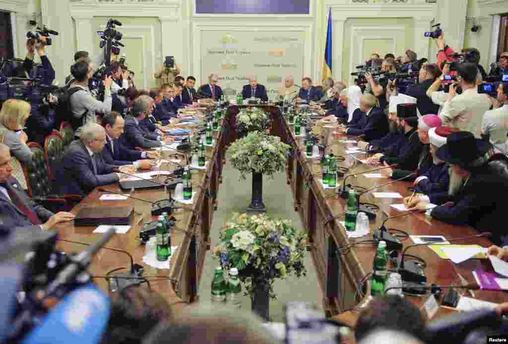 Participants gathered on Wednesday, May 14 for talks on how to quell a pro-Russian rebellion in the east, but Kyiv's refusal to let separatists take part cast doubt on whether the meeting could defuse the crisis in Ukraine's capital, Kyiv, May 14, 2014.