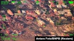 Kota Palu, Sulawesi Tengah, dilihat dari udara, pasca gempa bumi, 29 September 2018. (Foto: dok).