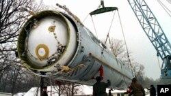 Демонтаж баллистической ракеты СС-19. Архивное фото 1997г.