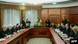 Delegacije Srbije i Republike Srpske tokom današnjeg sastanka u Beogradu