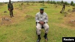 剛果民主共和國反政府武裝M23領導人比西姆瓦接受媒體採訪。(2013年8月2日資料照)
